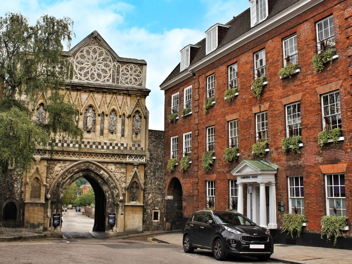cambridge-house-and-cathedral-arch